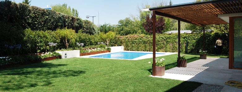 Beltrami cabau arquitectos jard n piscina y p rgola de for Jardines con piscinas desmontables