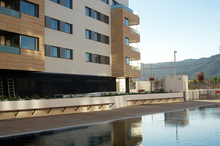 42 viviendas Cordoba Alzado interior desde piscina